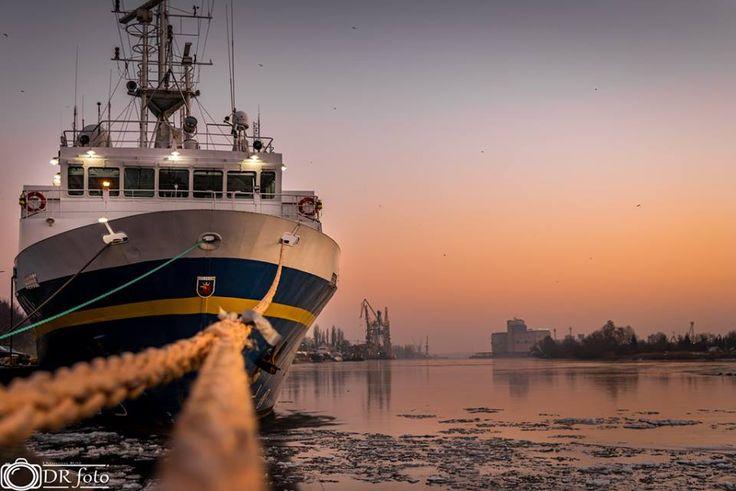Szczecin Nawigator XXI o wschodzie słońca Fot. Damian Róż