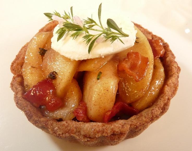 Bacon Apple Tart: Recipe:http://lovingfoodlivingwell.com/does-a-bacon-apple-tart-vex-you/#
