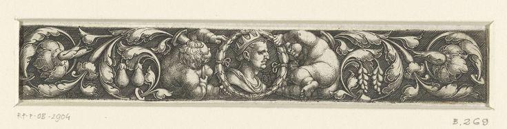 Heinrich Aldegrever | Fries met een borstbeeld, bladranken en twee kinderen, Heinrich Aldegrever, 1539 | Fries met het borstbeeld van een man met een kroon, omringd door een lauwerkrans, tussen twee liggende kinderen en bladranken.