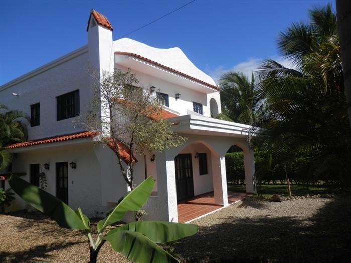 Listing #: V-12050 LG  Prezzo : U$135,000  Camere: 2 Bagni: 2  Bifamiliare in vendita a Sosua Questa casa si trova all'interno di un tranquillo residence vicino al centro di Sosua, vicino alle scuole, supermercati e alla spiaggia.