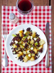 Warmer Kartoffel-Apfel-Salat mit Blutwurst