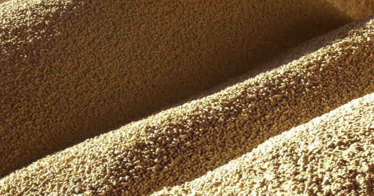 """Cómo usar lecitina de soja. La lecitina de soja tiene varios usos en la producción de comida y en el hogar. Ruth Winter, autora de """"Un diccionario para el consumidor de aditivos alimenticios"""", escribió que la lecitina es """"usada como emulsionante que estabiliza una una mezcla y asegura su consistencia."""" Como emulsionante, la lecitina de soja impide que el agua y el aceite se ..."""