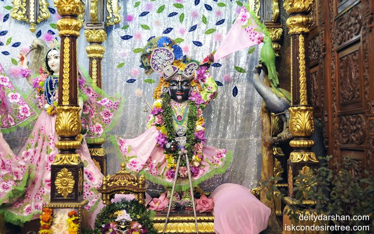 To view Gopal Wallpaper of ISKCON Chowpatty in difference sizes visit - http://harekrishnawallpapers.com/sri-gopal-wallpaper-003/