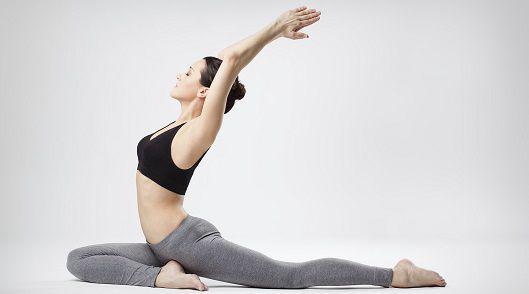 5 jógových asán, který vás zbaví tuku na břiše
