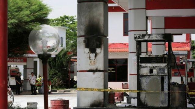 Mesin Pengisian BBM SPBU Gaperta Terbakar   Medan Online  - Satu unit mesin pengisian bahan bakar minyak (BBM) di SPBU 14.201.1110 Jalan...