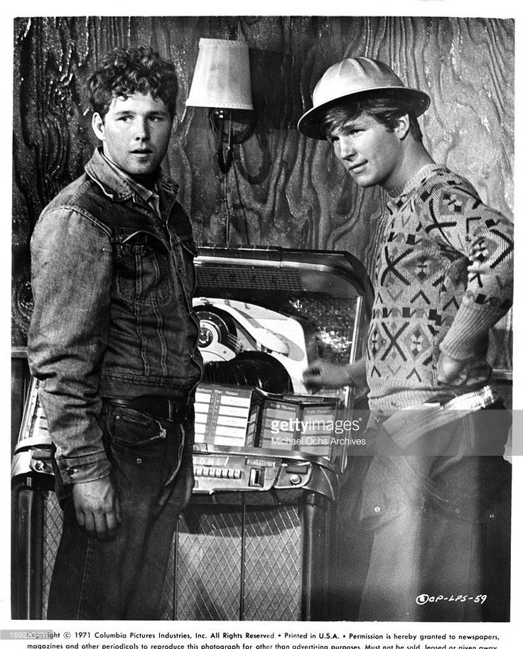 Timothy Bottoms and Jeff Bridges at juke box in a scene from the film 'The Last Picture Show', 1971.