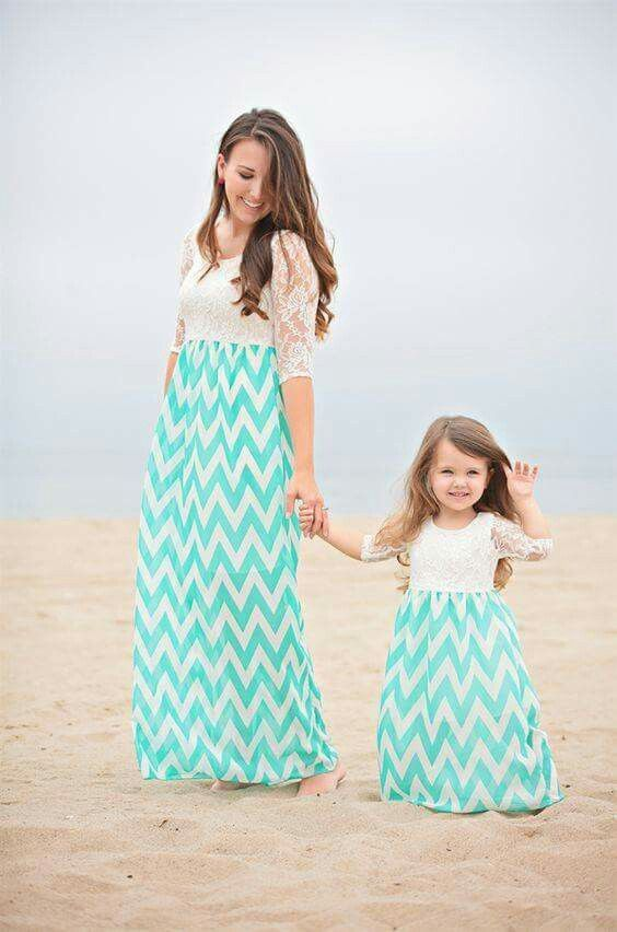 Mommy daughter matching outfits.
