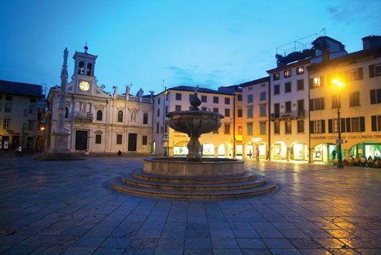 Udine Piazza San Giacomo - - #udine #friuli #city #travel #italy #night #piazza #fountain - Stop&Sleep Udine