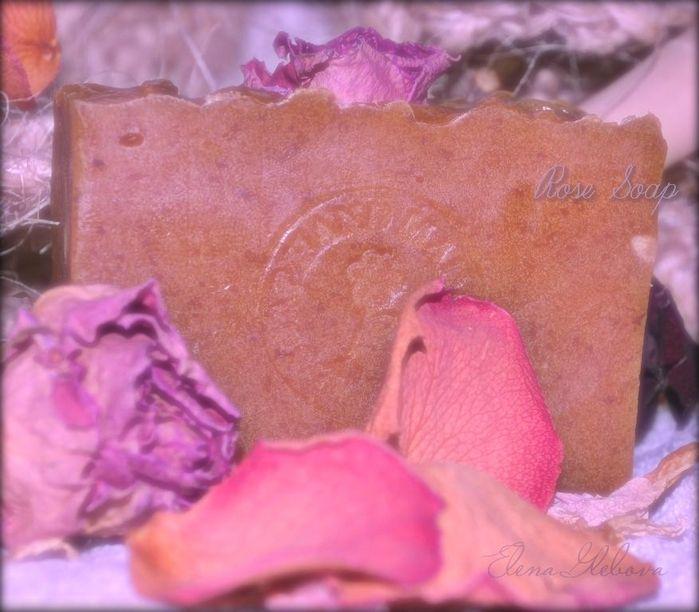 Нежное мыло из лепестков роз