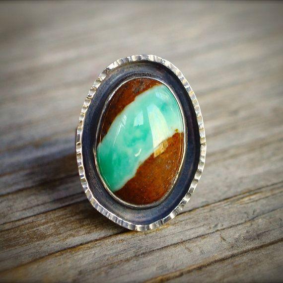 Anillo de cinta crisoprasa. Plata esterlina crisoprasa en anillo de la matriz. Anillo de piedras preciosas verdes de declaración rústico. Anillo de piedra grande color marrón verde.