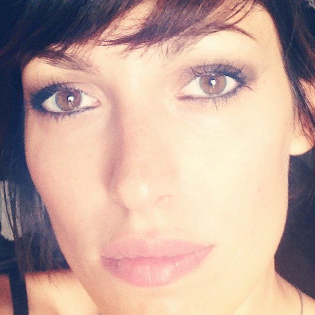 Ooooh hiiii! #makeup #blackshadow #strikedapose