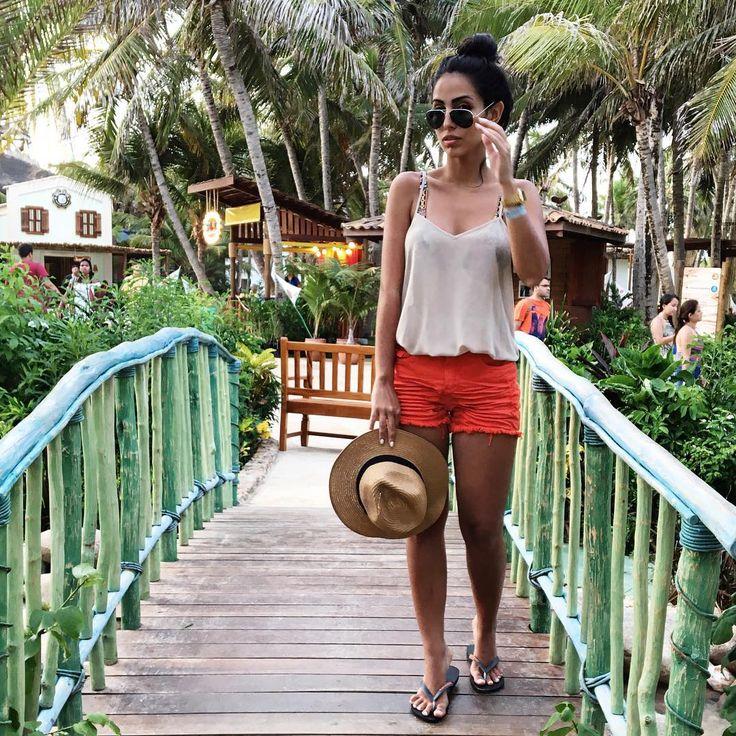 """""""Pós praia merece um churrinhos na Vila do Mar, amei esse espaço novo aqui no @beachpark. ❤️ de @mixjeans pra variar :) #ootd #beachpark"""""""