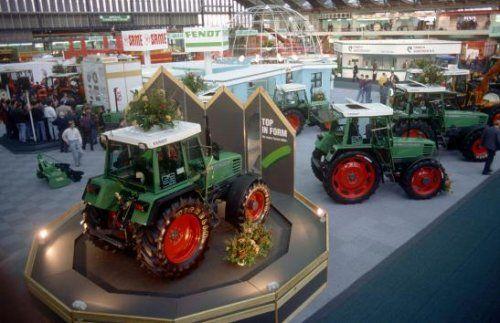 Landbouwtentoonstelling in de RAI, Amsterdam Nederland 1992. Cebeco.   Tractoren van Fendt.