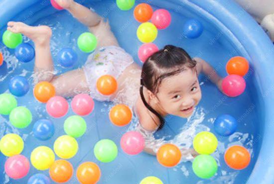 Những gợi ý chọn đồ chơi an toàn cho bé vui chơi bổ ích
