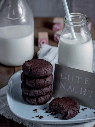 Dunkle Schoko-Cookies: http://kochen.gofeminin.de/rezepte/rezept_mitternachts-cookies_318933.aspx  #cookies