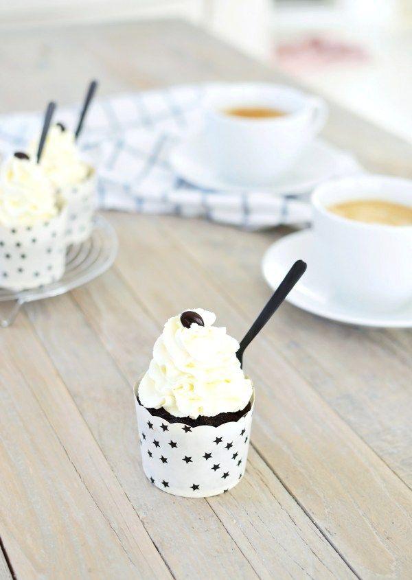 Louise´s Spis: Chocolate Cupcakes with Coffee Toffee (Choklad cupcakes med kaffekola)