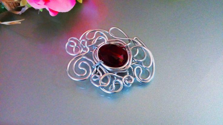 Brooch silver copper wire red crystal/Jewel brooch/ Spilla wire rame e cristallo rosso/Spilla gioiello astratta fatta a mano/ Spilla moderna di Athiss su Etsy