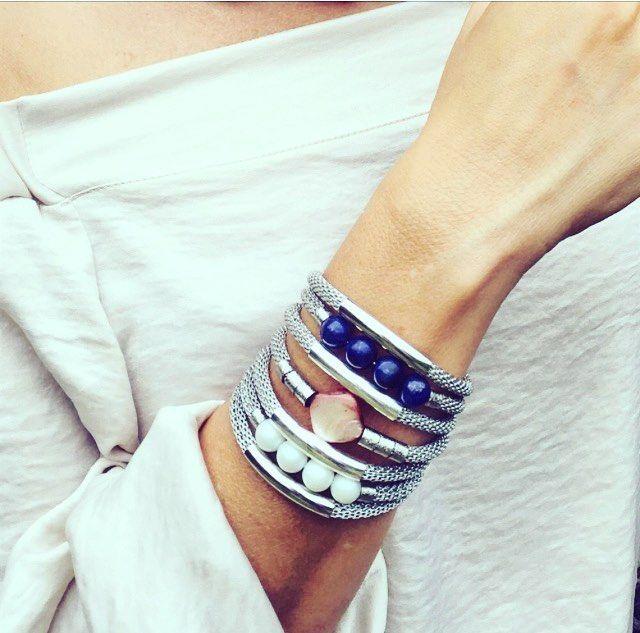 Bracelete da nova Coleção Cores para Instashop MÃOS DA TERRA! Muranos, sodalitas, madrepérola e metais banhados a paládio. #marinabellinimaosdaterra #maosdaterra #biojoias #sustentavel #pedrasnaturais #braceletes #pulseiras