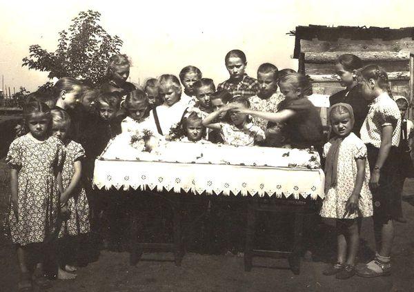 Top EtnoFotoAlbomy: Wedding dead Germans in Siberia - EtnoFoto