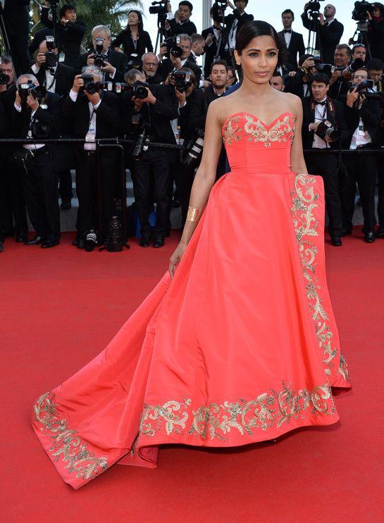 Les plus belles robes Festival de cannes 2014 Freida Pinto en robe Oscar de la Renta et chaussures Jimmy Choo