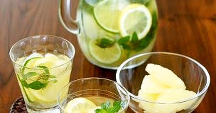 甘口の白ワインと酸味のある柑橘類を合わせると、まるでベルモットのように。 夏にピッタリのお酒です♪
