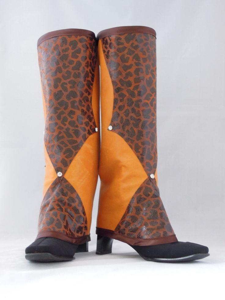 Luxe lederen Chaps, lichtbruin/oranje leder met een decoratie van leder in panterprint versierd met Swarovski-steentjes. Maat M, E. 189,00