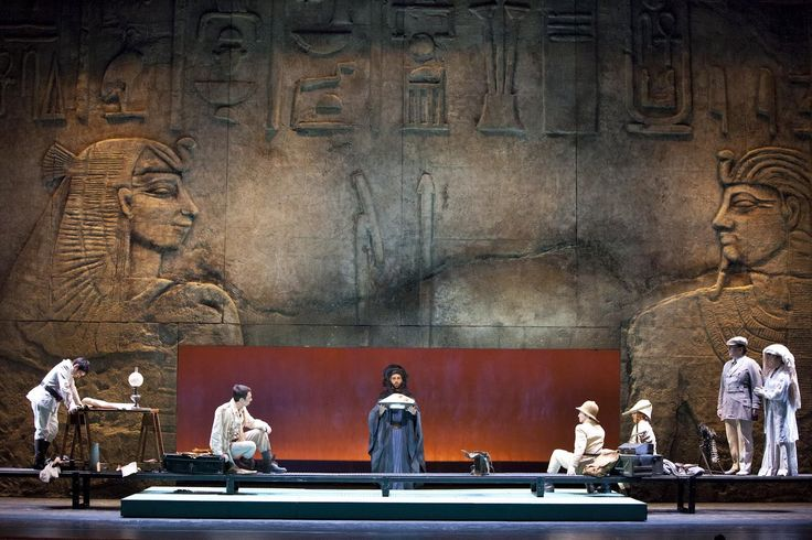 Giulio Cesare at the Teatro Alighieri Ravenna. Production by Alessio Pizzech. Sets by Michele Ricciarini.