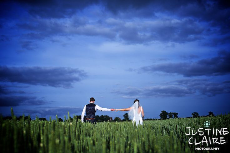 Grittenham barn photographers 2975.jpg#grittenhambarn #grittenham #barnwedding #barn #eveninglight #weddingphotography #sussexbarn