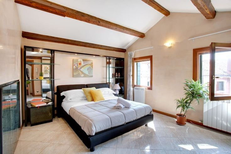 Apartment in Venezia, Italy. Beautiful independent house on three levels. Suitable for at most eight persons, it features two bathrooms (one with Jacuzzi) and a gorgeous terrace on the roof, with a breathtaking view of Venice. Ideal location for large families and large parti...