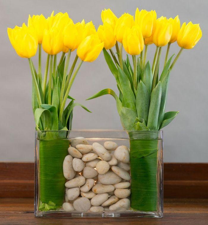 art floral moderne, décoration avec tulipes jaunes