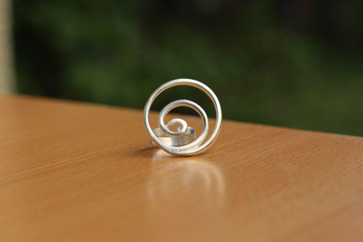 Anillo Espiral hecho por Käira en cobre con baño de plata