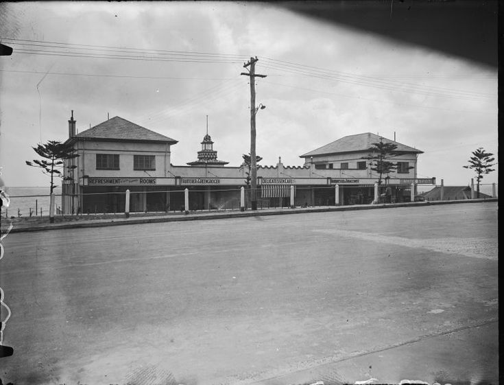 233090PD: The eastern side of the Centenary Pavilion, Cottesloe Beach, 1930. The White Spot cafe at far right https://encore.slwa.wa.gov.au/iii/encore/record/C__Rb2940514