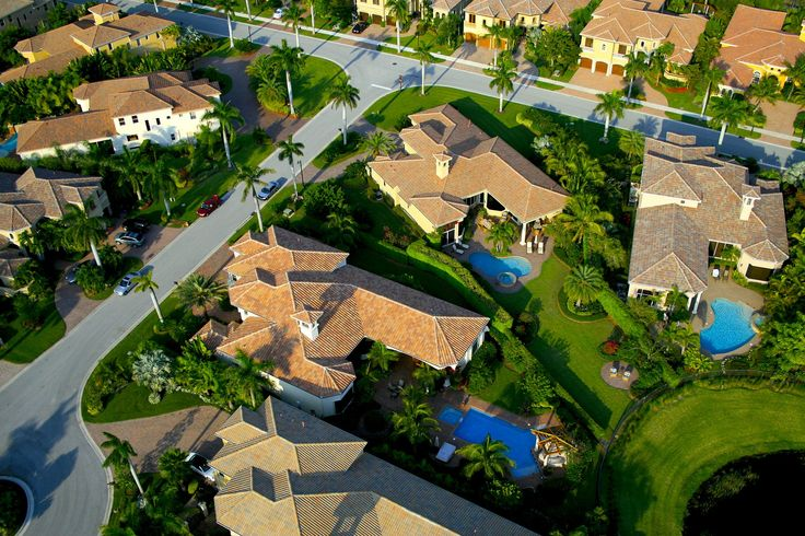 Florida is full of beautiful 55+ communities that only offer active adults the best.