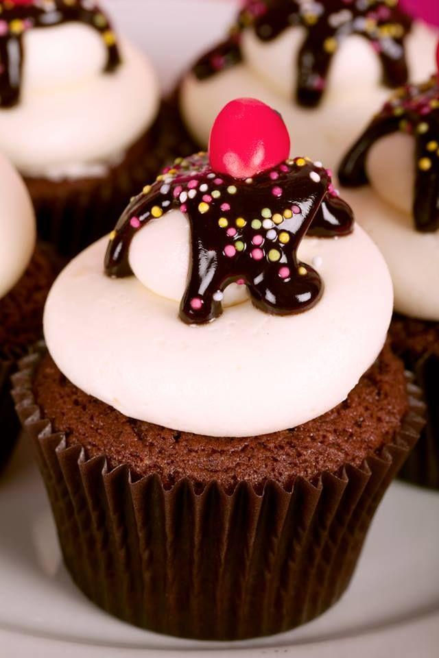 Sundae Cupcakes Création : LITTLE - Petits Gâteaux Crédit Photo : Julie Marie Gene Gobelin Graphisme : S As Sweet