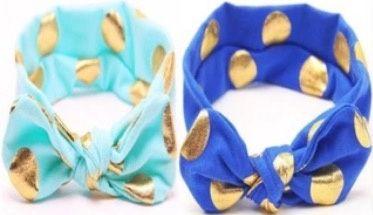 Vrolijke blauwe of lichtblauwe haarband met gouden stippen