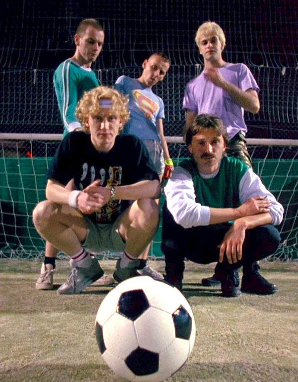 Renton (Ewan McGregor), Spud (Ewen Bremner), Sick Boy (Jonny Lee Miller), Tommy (Kevin McKidd) and Begbie (Robert Carlyle) from Trainspotting.