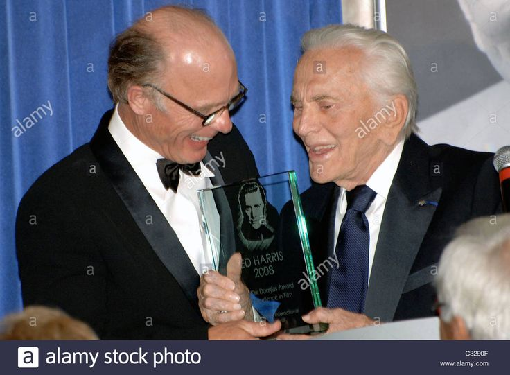 Download this stock image: Ed Harris, Kirk Douglas Ed Harris receives the Santa Barbara International Film Festival's Kirk Douglas Award for Excellence in - C3290F from Alamy's library of millions of high resolution stock photos, illustrations and vectors.