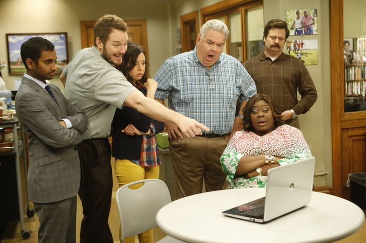 One star from Parks and Recreation is ready for a reunion. Are you a fan of the NBC sitcom? Do you want a revival?