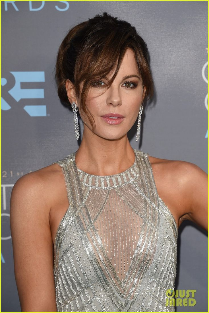 Kate Beckinsale Sparkles in Silver at Critics' Choice Awards 2016: Photo #3554784. Kate Beckinsale has never looked better as she steps out at the 2016 Critics' Choice Awards held at the Barker Hangar on Sunday (January 17) in Santa Monica, Calif.…