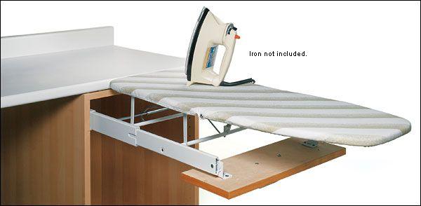Muy buena idea, instalar barra de planchar en los cajones parra ahorrar espacio - Lee Valley Tools