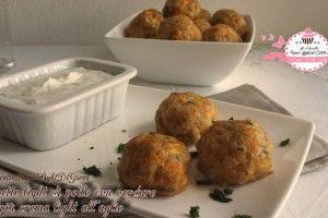 Polpette light di pollo con verdure e crema light all'aglio (31 calorie a polpetta)