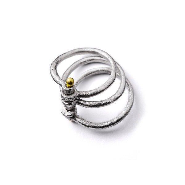 3 losse zilveren ringen met elkaar verbonden door een geelgouden pen (18 karaat)m from the jewellery label JUWEELTJES
