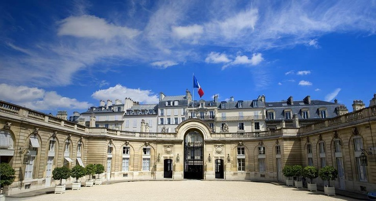Courtyard of the Elysee Palace, residence of the Head of State, Paris (© Patrick Escudero / age fotostock)