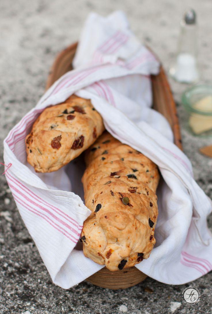 Mediterranes Rosmarin-Tomaten-Olivenbrot selbst gebacken: Rezept von…