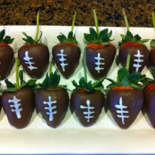 Super Bowl chocolate covered strawberries