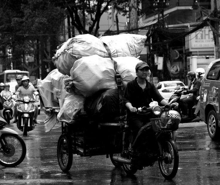 https://flic.kr/p/VYDkqe | streets of saigon