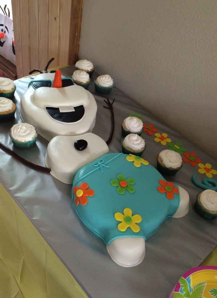 Olaf in summer birthday cake.