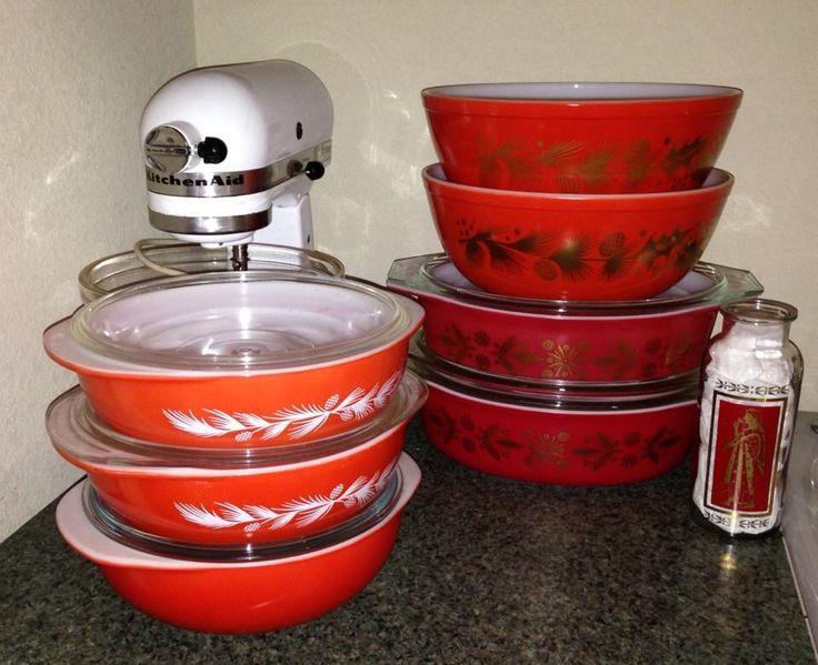 Vintage Pyrex Christmas Bowls