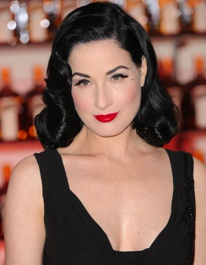 17 mejores ideas sobre maquillaje pin up en pinterest maquillaje cl sico peinados pin up y pin up - Maquillage pin up ...