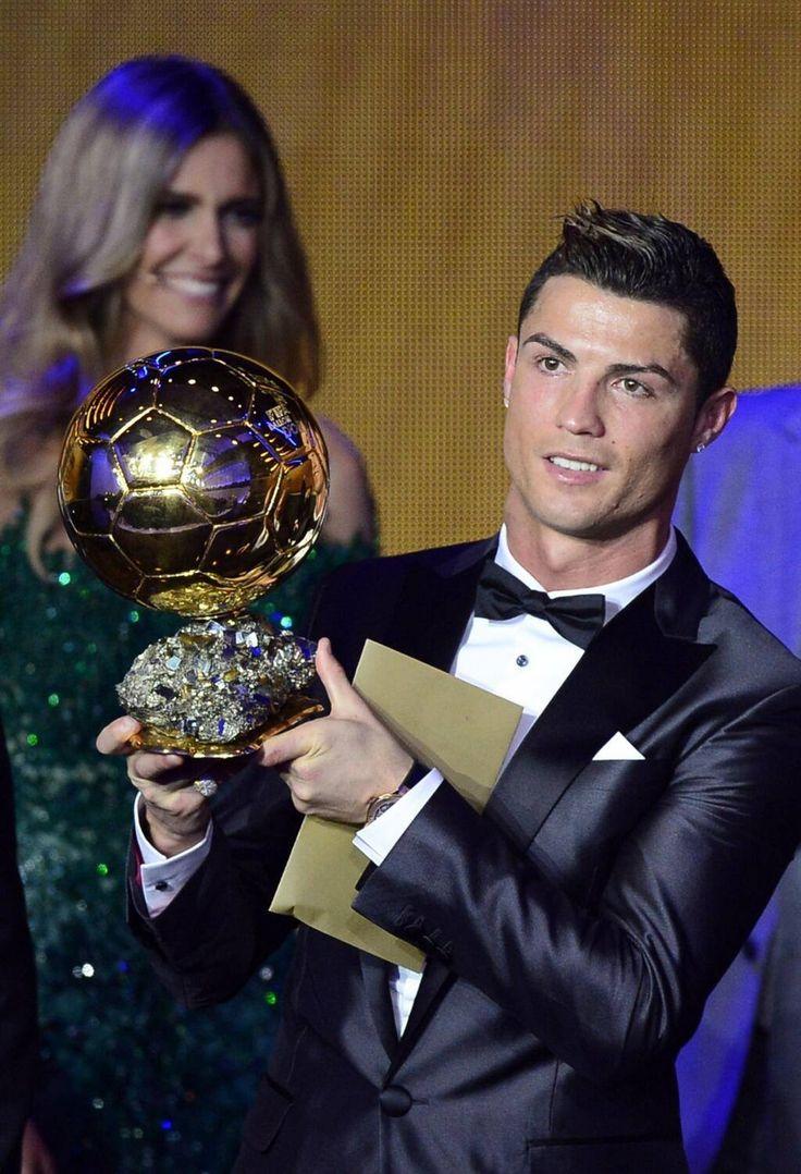 """Cristiano Ronaldo """"Je ne vais pas être hypocrite, j'aimerais le gagner une troisième fois"""" - http://www.actusports.fr/121677/cristiano-ronaldo-vais-pas-etre-hypocrite-jaimerais-gagner-troisieme-fois/"""
